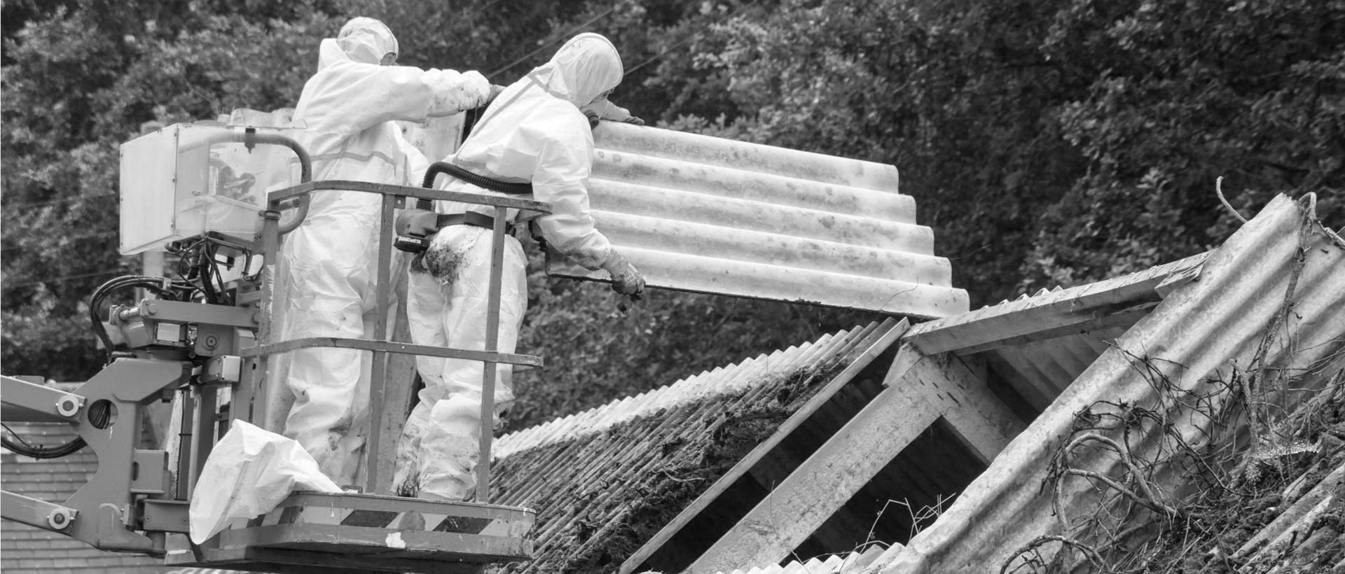 Asbestinpurkua Helsingissä nosturia käyttäen